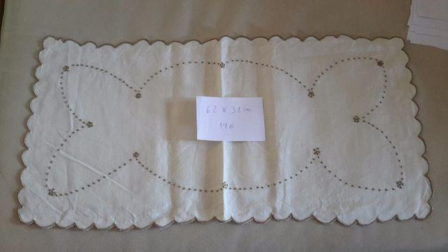 Pano bordado Madeira 62x31cm