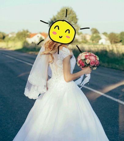 Продаю шикарне брендове весільне плаття