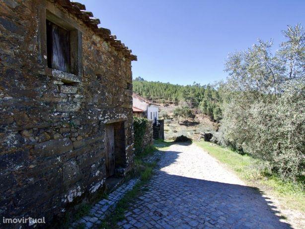 Casas rústicas, em Aldeia de Xisto, Oleiros