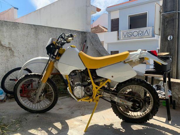 Suzuki Dr 350 restaurada