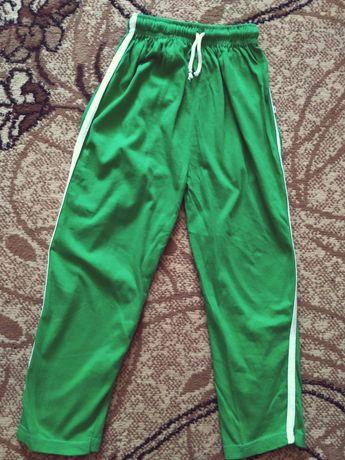 Спортивные штаны на мальчика 6-7 лет