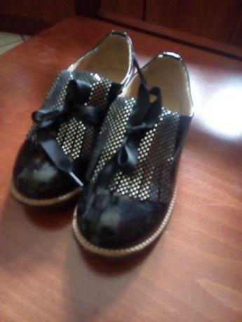 Buty dziewczece  baleriny polbuty i sandały