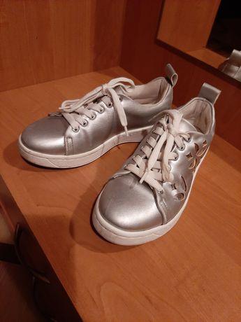 Стильные кроссовки для девочки!