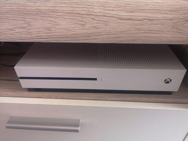 Xbox one S jak nowy +2pady +gry +dock