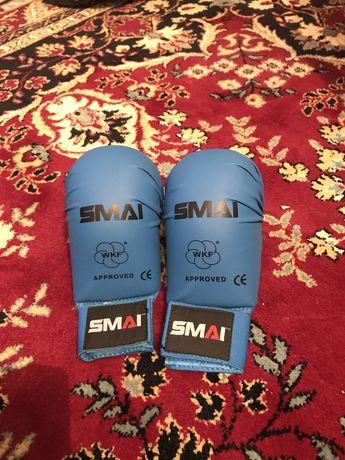 Куртые перчатки   Smai (с защитой большого пальца) с лицензией wkf