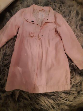 Sliczny płaszczyk dla dziewczynki na wiosne