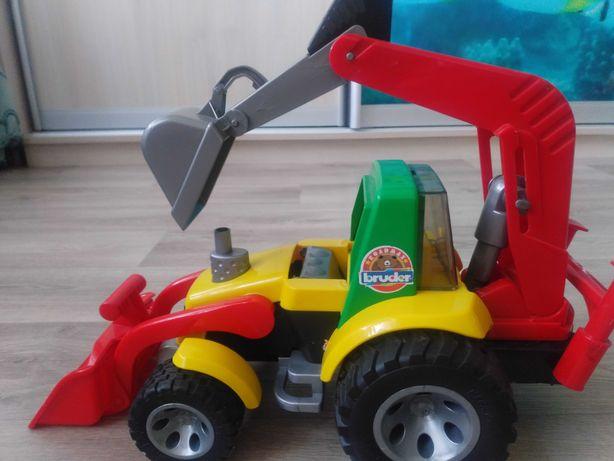 Машина -трактор, экскаватор Brudor