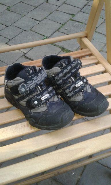 кросівки 27 р фірма Bama