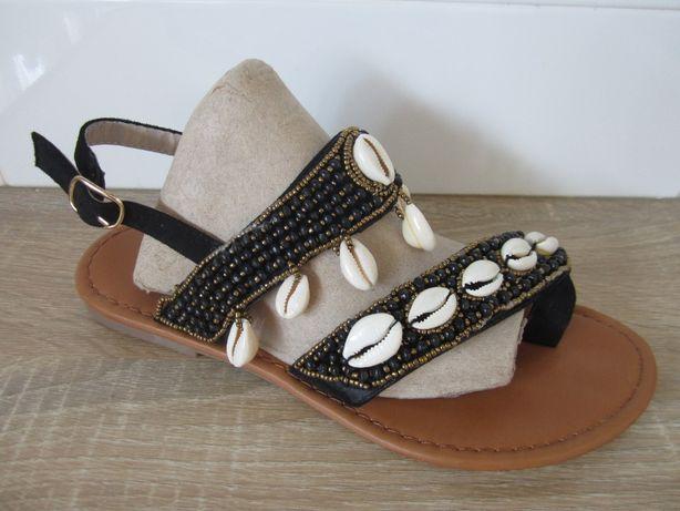 Sandálias boho / étnicas com búzios e missangas (novas)