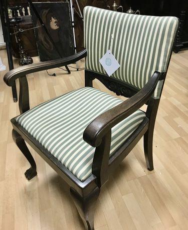 Lekki elegancki fotel krzesło na lwich lapach pasy