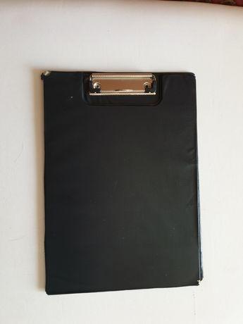 Черная папка планшет А4 с металлическим клипом