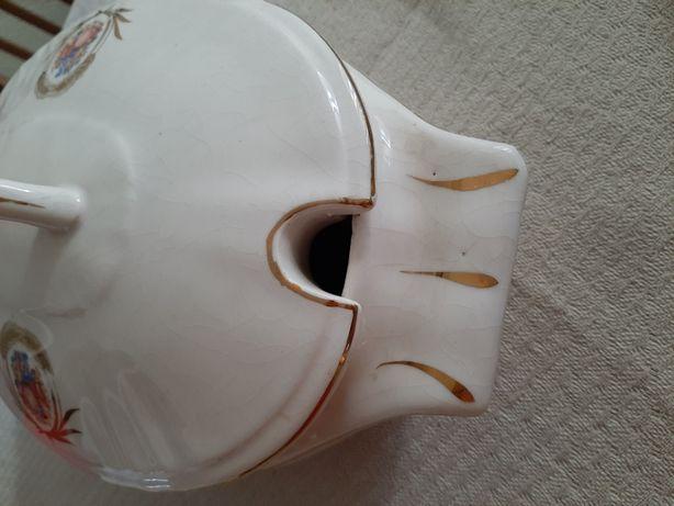 Terrina com tampa e jarro - Fábrica porcelana de Aveiro
