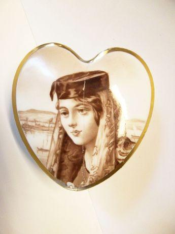 rara antiga caixa em porcelana Vista Alegre pintado á mão - Varina