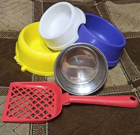 Набор б/у мисочек и лопатка для животных.