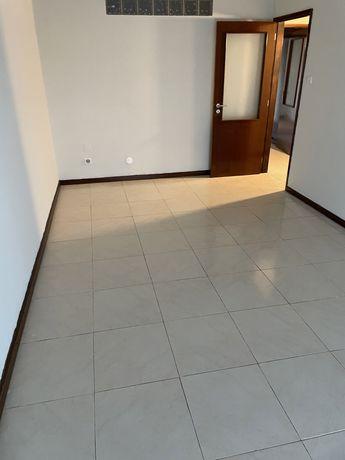 Arrenda Apartamento T3 renovado - praca da estação de Rio Tinto