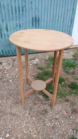 Camilha/ mesa de madeira