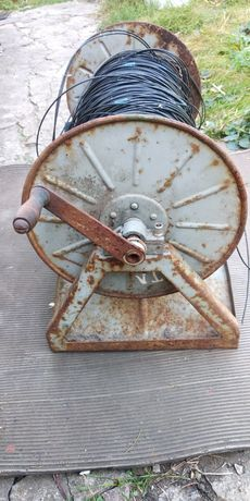 Катушка с полевым телефонным кабелем
