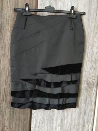 Чорна маленька юбка.