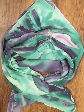 Fioletowo zielona apaszka, ręcznie malowana i obszywana, 100x100