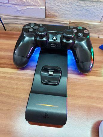 Sprzedam konsole Play Station 4 pro 1 tera