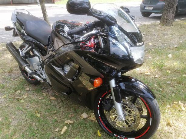 Honda CBR 600 f3 stan bdb 43 000 km doinwestowany 100 % sprawny