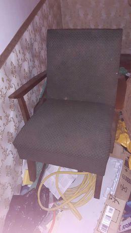 Stary fotel z okresu PRL