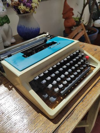 Maquina de escrever olivetti T