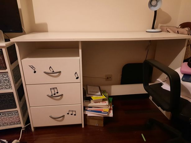 Conjunto de 2 móveis quarto.