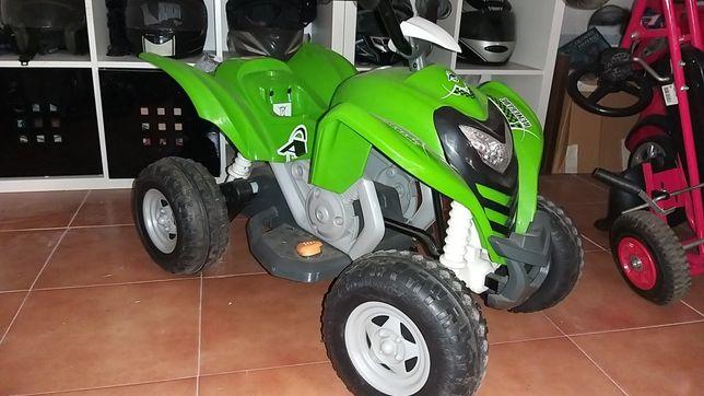 Moto 4 electrica