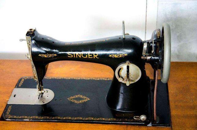 Maquina de costura Singer funcional com mais de 60 anos