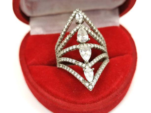 Śliczny duzy pierścionek z dodatkiem cyrkonii