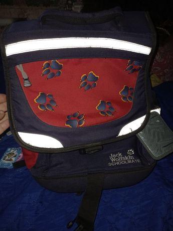 Школьный рюкзак с ортлпедической спинкой