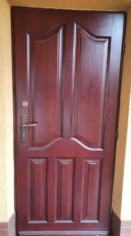 Drzwi zewnętrzne z ościeżnica