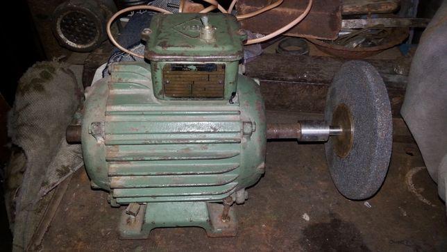 Двигатель VEM kr 80 1350 оборотов, 600 ватт, заточной станок.