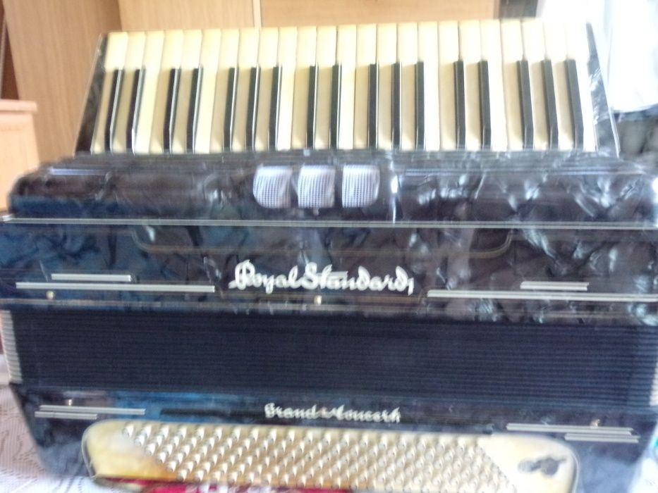 akordeon Royal Standardt 120 b 4 ch stan bdb