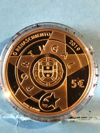 """Vendo moeda em ouro do """" Renascimento""""  Idades da Europa"""
