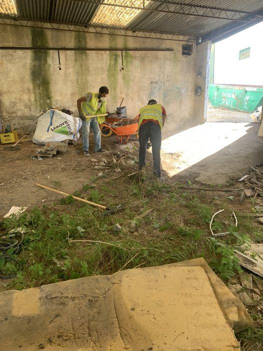 Carioca entulhos!Demolição,mobília fora,limpeza terrenos,arrecadações Venteira - imagem 1
