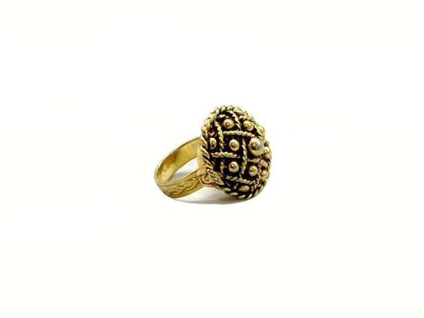 Pierścień z tajemnicą - wykonany z mosiądzu.