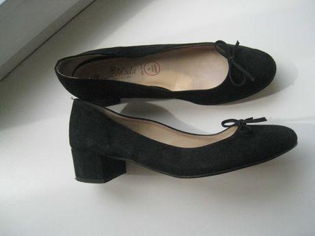 кожаные женские туфли на низком широком каблуке на р.38-39 - 25см