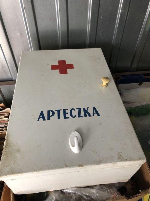 Metalowa apteczka z okresu prl Września - image 1