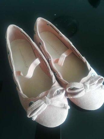 Sapatos rosa novo