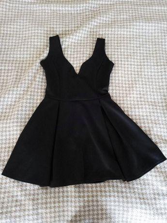 Коротеньке чорне плаття