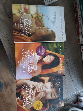 3 tomy pięknej powieści Alibi na szczęscie