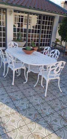 Mesa jardim e cadeiras