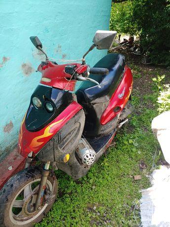 Продам 4 т скутер по запчастям