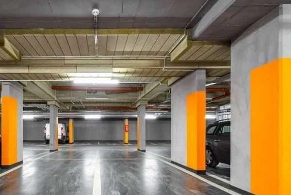 Parking w CENTRUM Garbary 104 Esencja