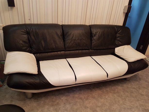Продам кожаный диван б/У в идеальном состоянии без потертостей и нюанс