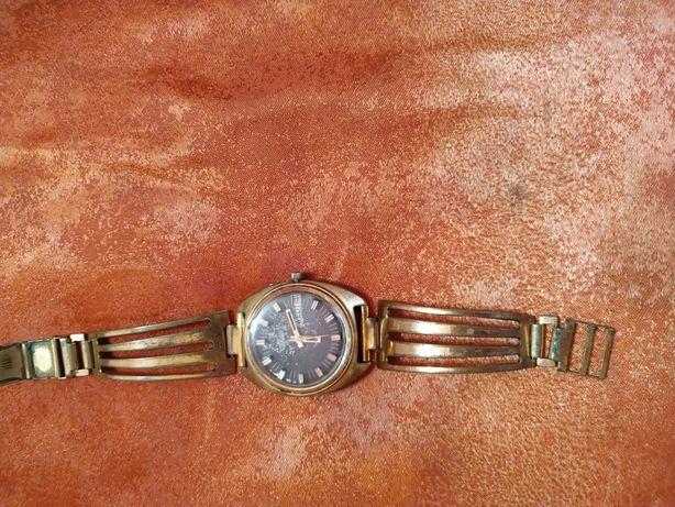 Продам раритетные механические часы Слава