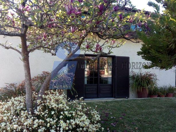 Moradia T4 com jardim + quintal