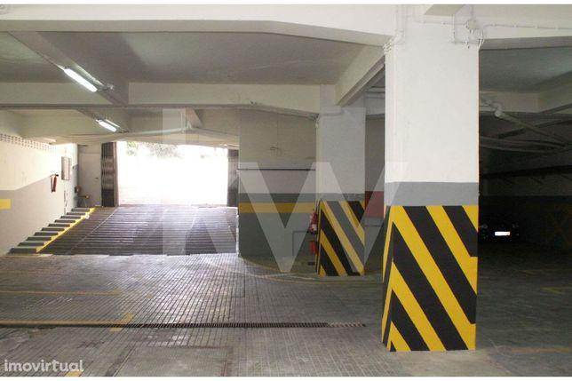 Garagem 500m2, Av. 5 de Outubro, Faro - Oportunidade 488 euros m2